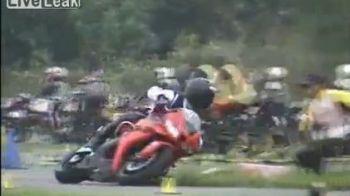 Un motociclist cu un CONTROL incredibil: A condus un Honda CBR600 ca un mare maestru! VIDEO