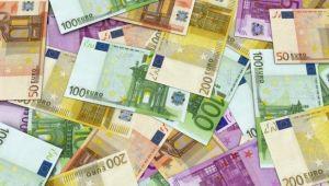 Doar banii vorbesc la masa de poker: castigatorul de la Timisoara a lasat cupa si a plecat cu banii