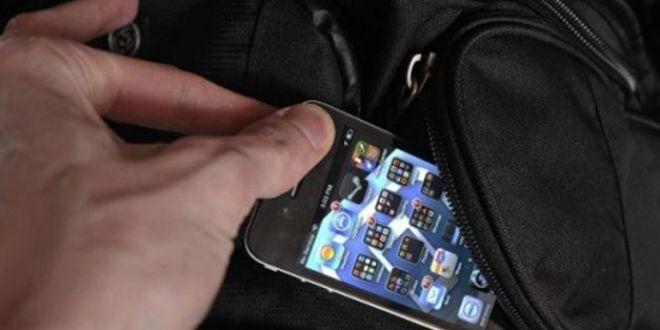 I-a fost furat iPhone-ul si s-a dus direct la politie. Ce a descoperit cand a intrat pe Facebook