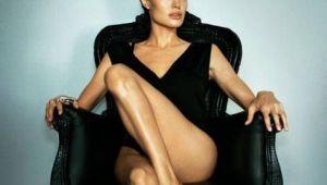 Fotografii rare, cu Angelina Jolie nud. In ce ipostaza s-a lasat fotografiata actrita acum 20 de an