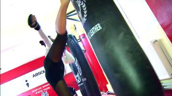 """Secretul luptatoarei romance din MMA: """"Daca nu m-as antrena, n-as arata asa!"""" Ce face cand nu intra in cusca"""