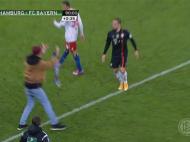 Scene incredibile in Cupa Germaniei: un fan l-a ATACAT pe Ribery in teren! L-a lovit si a fugit! VIDEO