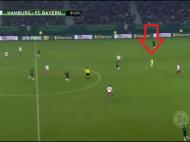 Neuer chiar vrea sa castige Balonul de Aur! A uitat pentru o clipa ca e portar si s-a dus in atac! Faza pe care o faci la FIFA