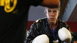 Are 62 de ani, dar arata ASA! Unul dintre cei mai tari actori de la Hollywood a facut liniste cand si-a dat jos tricoul