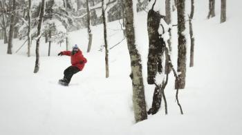 Vine din Germania si este cel mai spectaculos acrobat de la snowboard din lume. Ce e in stare sa faca pe placa. VIDEO