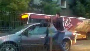Bataie in trafic, pe un MARE BULEVARD din Bucuresti. Soferii isi cara pumni si picioare | VIDEO