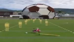 Cel mai nou BUG din FIFA 15! Ce se intampla cu Lewandowski la o schema de antrenament! VIDEO