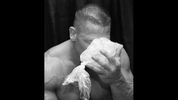 Imagini SOC in wrestling! John Cena a iesit DESFIGURAT din ring! Starul din WWE a fost operat de urgenta