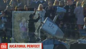 """Robotul botezat de americani """"Tiger Woods"""". A nimerit gaura de la o distanta de 200 de metri! VIDEO"""