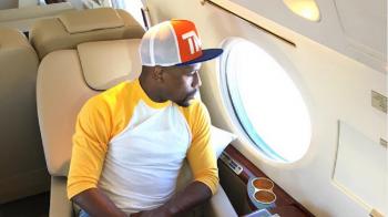 Ultima aroganta a lui Mayweather! Cum a fost fotografiat in avionul sau de 60 de mil $