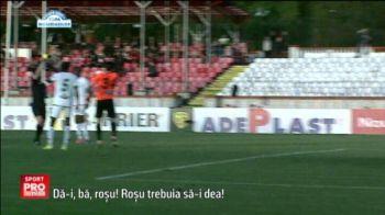 Momente SENZATIONALE pe gazon la meciul lui Dinamo! Nimeni nu si-a dat seama ce se intampla in coltul terenului