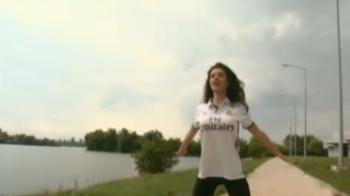 Sosia Angelinei Jolie din Romania il sustine pe Ronaldo in meciul cu Dortmund! Cum arata noua iubita a portughezului. Dortmund - Real, marti, ProTV!