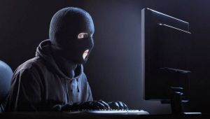 Fotografii sexy furate de un hacker: 20 de tinere sunt victimele unei razbunari