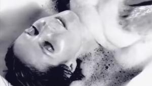 Imagini incendiare cu Heidi Klum. Vedeta isi arata partile intime, intr-o cada cu spuma. VIDEO