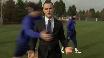 VIDEO SENZATIONAL! David Luiz a lovit din nou! Ce i-a facut unui reporter la antrenamentul lui Chelsea