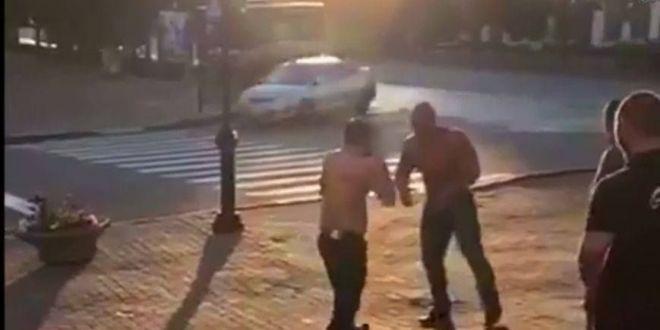 Imagini incredibile: un culturist celebru s-a luat la bataie cu un luptator MMA. Rezultatul e socant. VIDEO