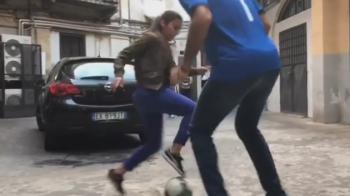 Nici macar Messi n-a reusit asa ceva! Buffon, pus la punct de o pustoaica de 18 ani la freestyle! VIDEO
