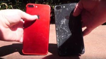 Experiment cu final neasteptat! Ce se intampla cand scapi pe asfalt un iPhone 8 Plus si un 7 Plus!